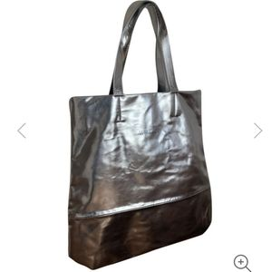 🇨🇦 NWOT Marc Cain silver tote